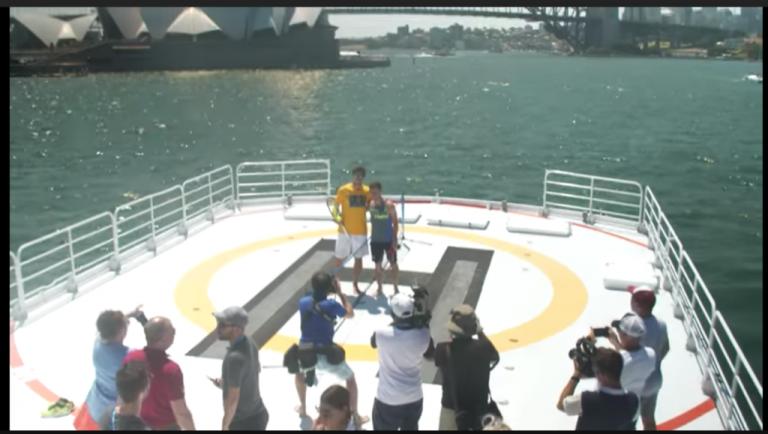 [VÍDEO] Todos os sítios são bons para uma partida de ténis. Até sobre a água