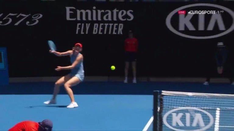 [VÍDEO] Sharapova e Barty protagonizam ponto brutal e candidato a melhor do Australian Open