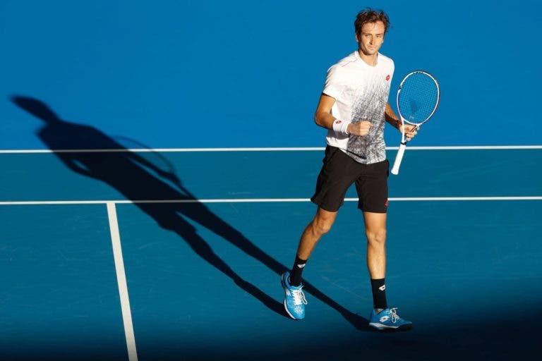 Medvedev derruba Raonic e garante meias-finais em Brisbane