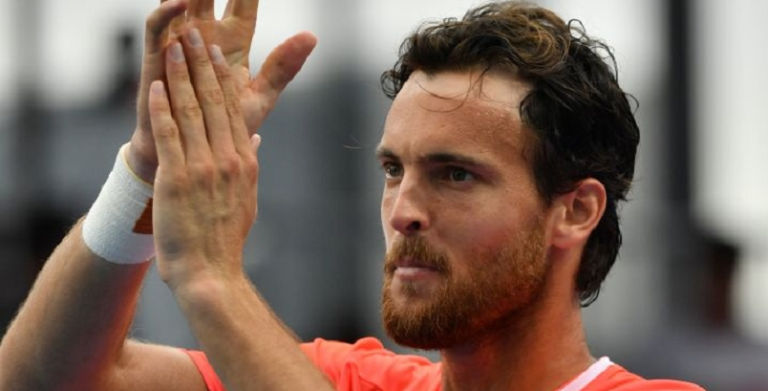 João Sousa sai de Melbourne no top 40 de singulares, pares e em 3.º na Corrida para Londres