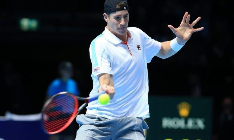 John Isner vence sem problemas e defronta carrasco do Australian Open nas meias-finais em Nova Iorque