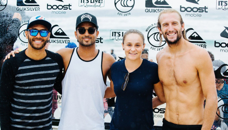 Ashleigh Barty foi assistir à World Surf League na Gold Coast