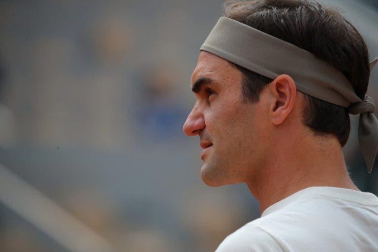 [VÍDEOS] Aí está ele: quatro anos depois, Federer regressa a Roland Garros e já treina no Philippe Chatrier