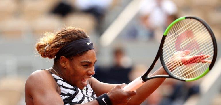 Serena Williams apanha susto mas depois arrasa rumo à 2.ª ronda em Paris