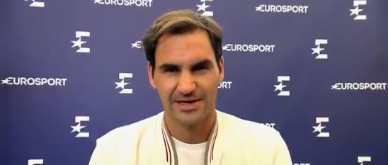 [VÍDEO] Federer dá (literalmente) uma palestra de como fazer serviço-volley em terra batida