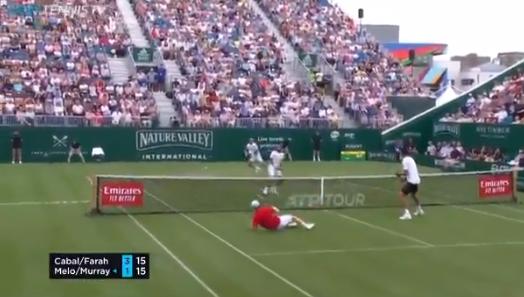 [VÍDEO] A anca está bem e recomenda-se: Murray perdeu na estreia mas deu espetáculo