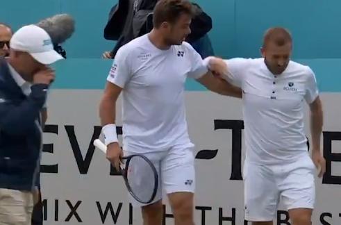 [VÍDEO] Evans lesionou-se após queda feia e Wawrinka respondeu com enorme gesto de desportivismo