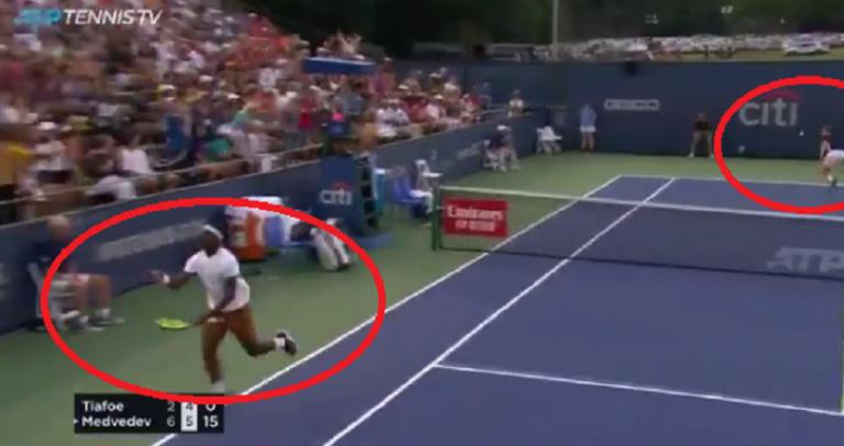 [VÍDEO] Tiafoe achava que tinha o ponto ganho, virou costas e perdeu-o