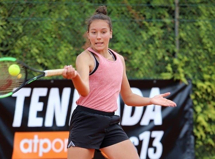 CT Guimarães mostra a paixão pelo ténis com irmãs Jorge presentes