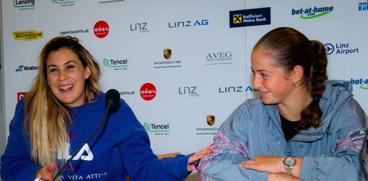 Ostapenko: «A Bartoli estava mais nervosa do que eu. É ótimo ver isso»