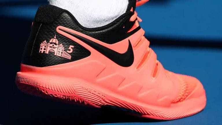 Federer vai continuar a usar calçado Nike até ao final da carreira
