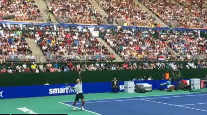 [VÍDEOS] Federer e Zverev jogaram exibição perante 15 mil pessoas em Buenos Aires
