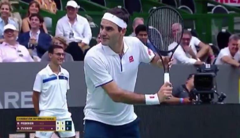 [VÍDEO] Fãs queriam fotos de Federer e o suíço parou encontro para fazer pose