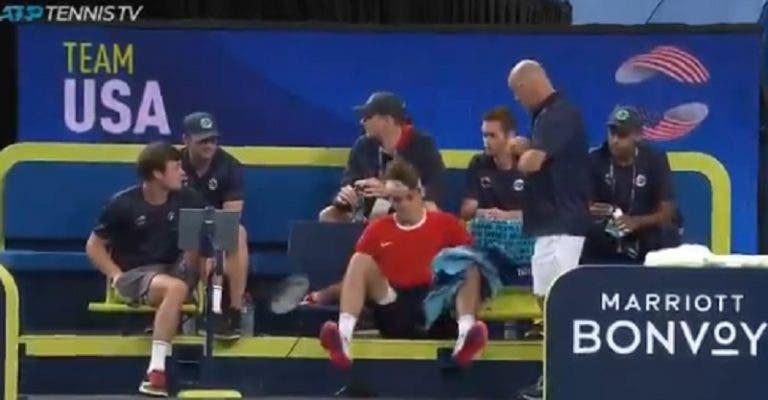 [VÍDEO] Taylor Fritz traído pelo… banco na ATP Cup