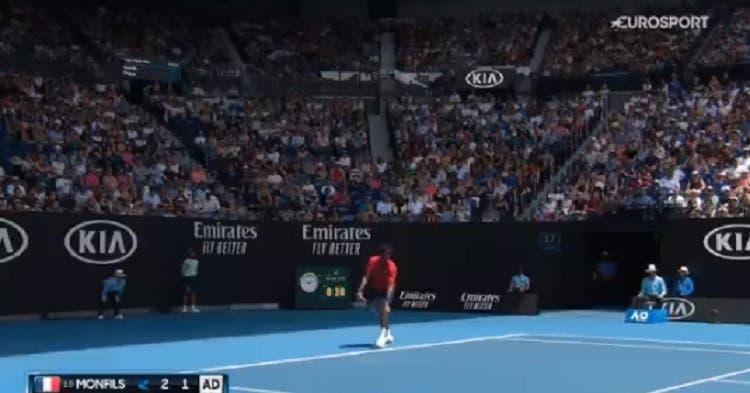 [VÍDEO] Gael Monfils surpreende Dominic Thiem com ás por baixo