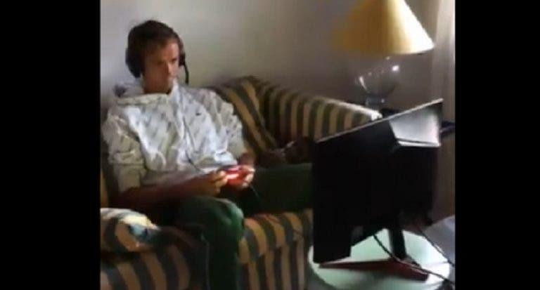 [VÍDEO] Medvedev voltou aos tempos de juventude e fez streaming de um jogo de FIFA