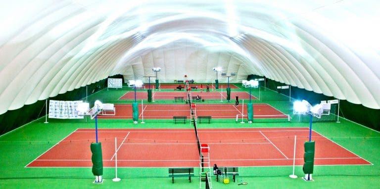 Há um país da Europa onde os clubes de ténis continuam todos abertos
