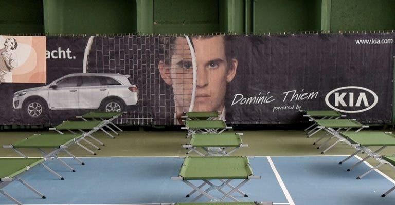 [FOTOS] Clubes de ténis na Áustria viram hospitais de campanha