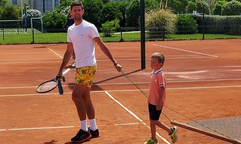 Djokovic publica foto de calções de banho e goza com Wawrinka