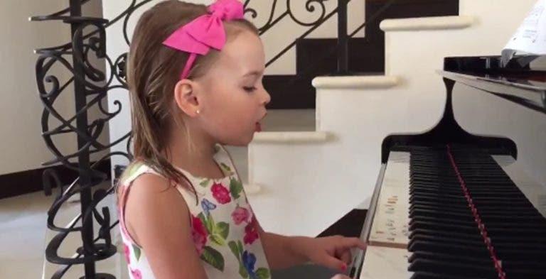 Filha de Bob Bryan canta parabéns a Novak Djokovic ao piano