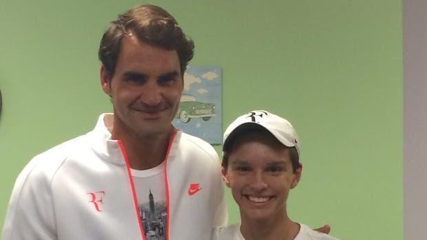 Jovem de 15 anos utiliza o ténis (e Federer) para superar um cancro