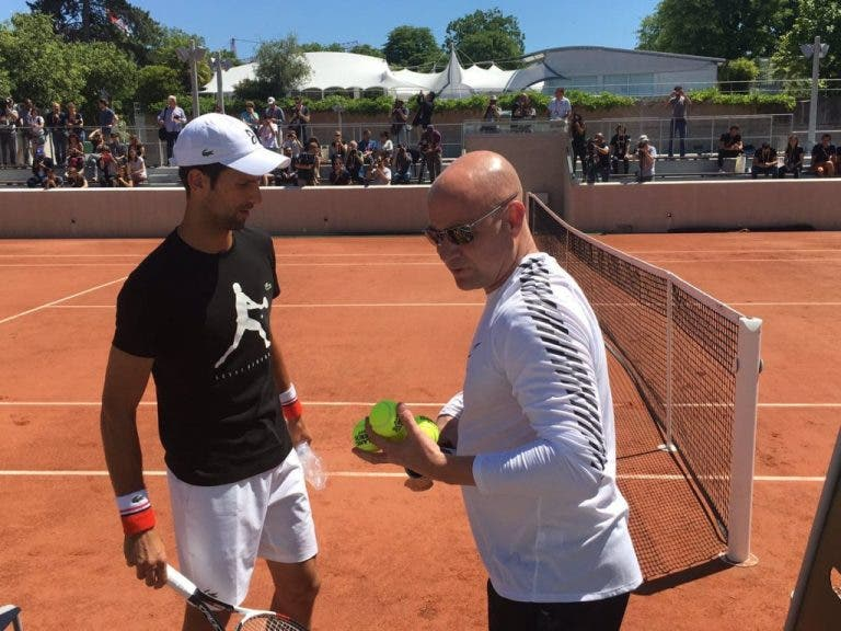 [FOTOS & VÍDEOS] Andre Agassi já dá conselhos a Novak Djokovic em Paris