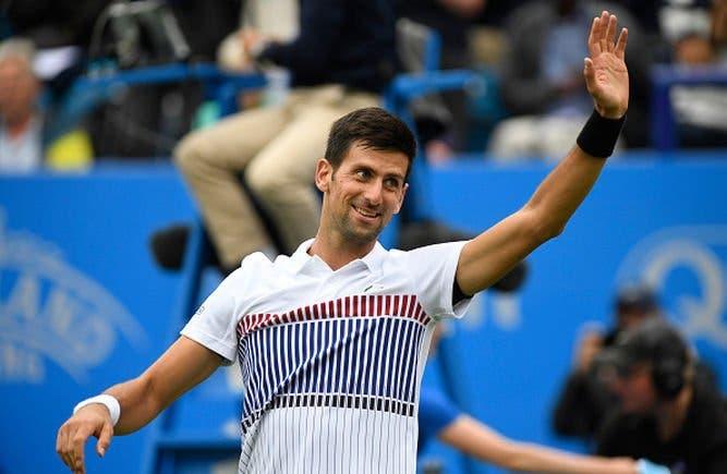 Novak Djokovic arrasa na estreia em Queens