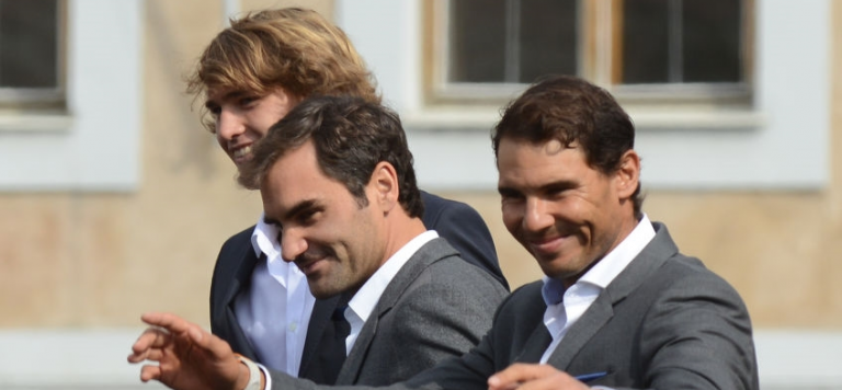 [FOTOGALERIA] Federer, Nadal e companhia recebidos em euforia por milhares de pessoas em Praga