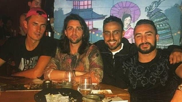 Bernard Tomic aproveita jantar na companhia de alegado traficante de droga