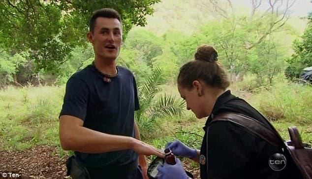 Tomic já está no meio da selva em reality show e foi mordido por uma cobra