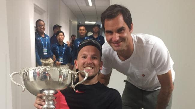 Jogador de ténis adaptado conta como conheceu Federer: «Completamente nu»