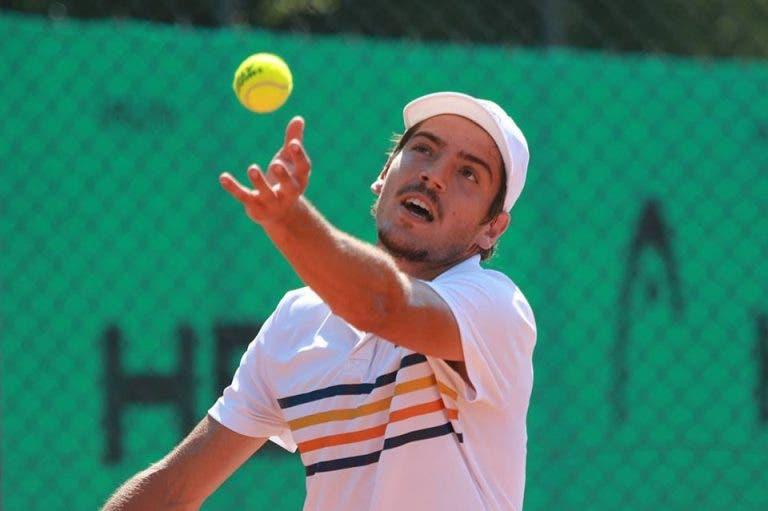 João Domingues regressa ao início da madrugada aos courts no Open da Austrália