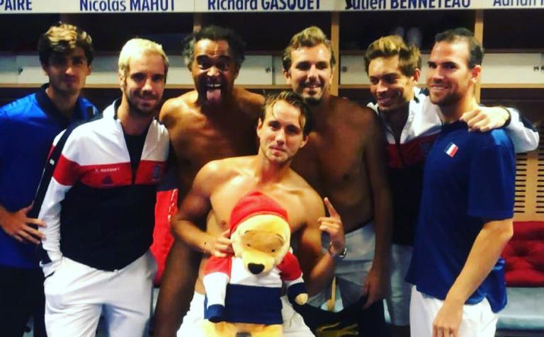 GUERRA. Jogadores franceses proibiram o presidente da Federação de os felicitar no balneário