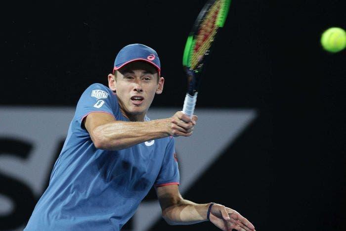 De Minaur leva 'pneu', mas bate Khachanov em 3 HORAS rumo aos 'oitavos' do US Open