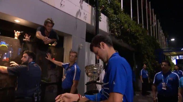 Sem raquete, sem ténis e sem casaco — Djokovic deu tudo o que tinha