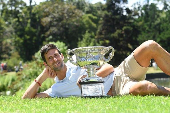 [FOTOS] Djokovic festejou o título em Melbourne com manhã de fotos animada