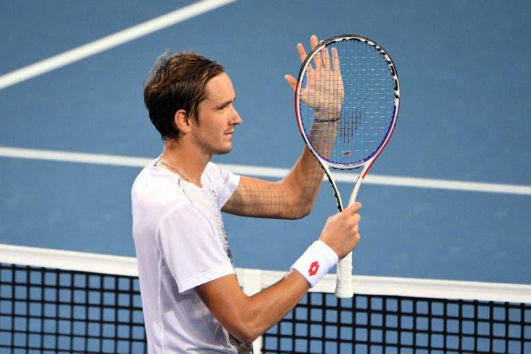 Medvedev ultrapassa Tsonga e marca duelo com Nishikori na final em Brisbane