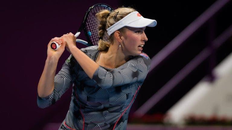 Mertens bate Kerber e desafia Halep na final de Doha