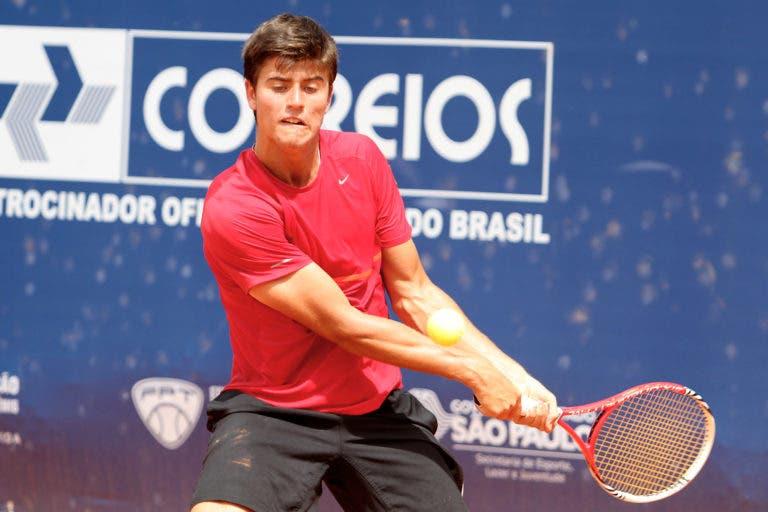 Menezes não teve hipóteses e ficou à porta do quadro principal de Roland Garros