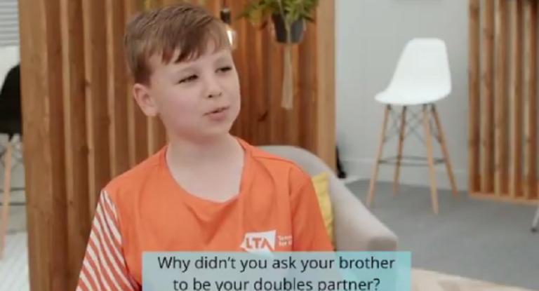 [VÍDEO] Vuk, o miúdo de 9 anos que está a 'roubar a cena' em Londres