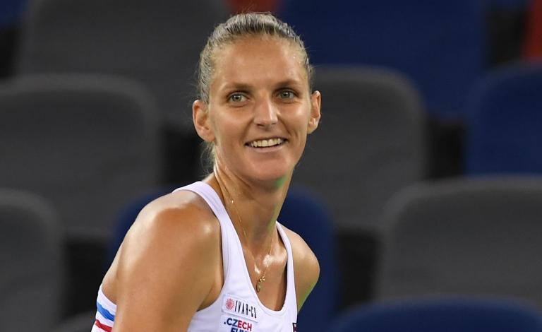 Em encontro de tudo ou nada, Pliskova derrota Halep e apura-se para as meias-finais das WTA Finals