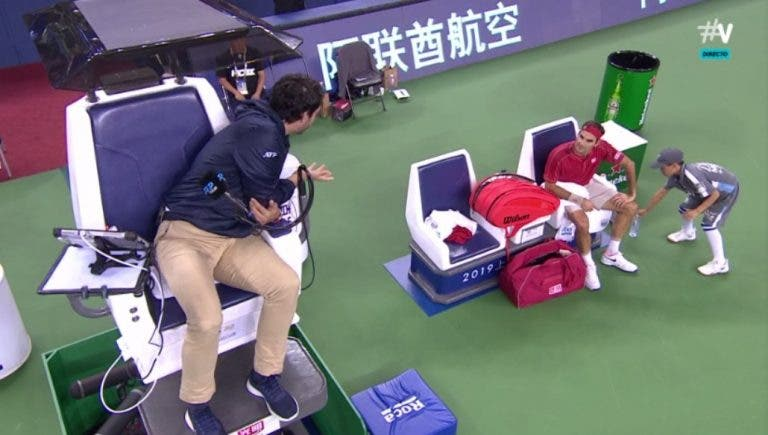 [VÍDEO] Federer levou um ponto de penalização em Xangai