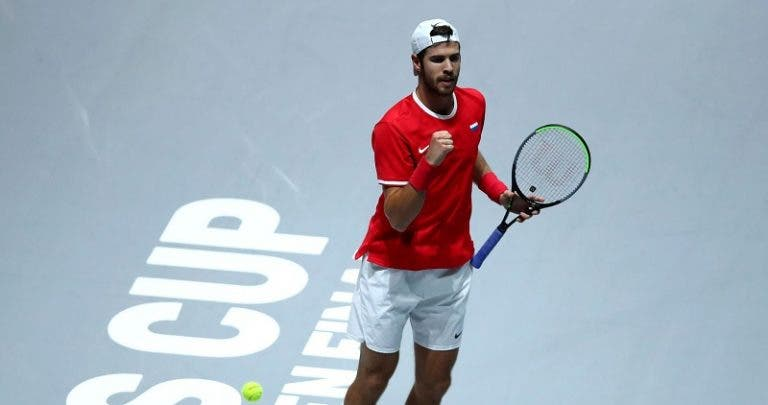 Khachanov bate Coric e campeões entram a perder nas Davis Cup Finals