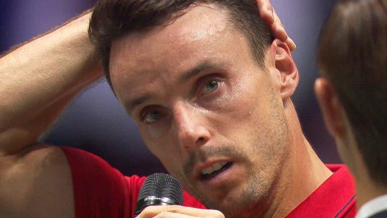 [VÍDEO] Arrepiante: Bautista chora após vitória ao lembrar morte do pai
