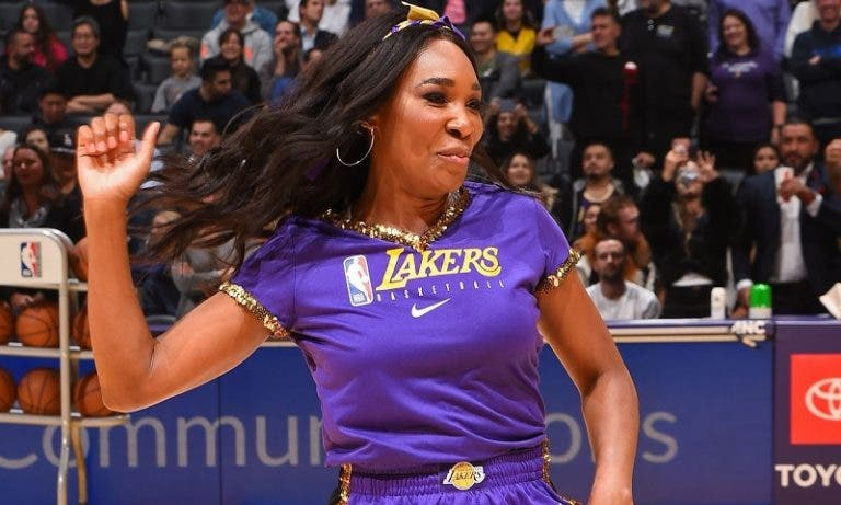 [VÍDEO] Venus Williams brilha em pleno jogo… dos LA Lakers