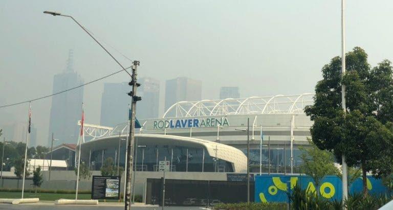 Australian Open cancela treinos e adia qualifying por causa do fumo