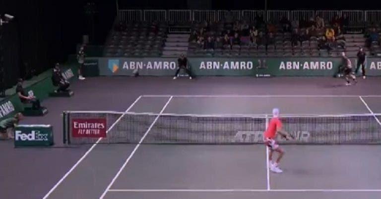 [VÍDEO] Khachanov perdeu mas ganhou ponto incrível em Roterdão