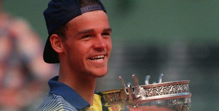 [VÍDEO] Faz hoje 23 anos: Guga Kuerten vencia Roland Garros pela primeira vez