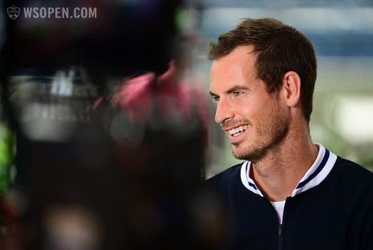 Andy Murray brinca com a sua ausência do Australian Open