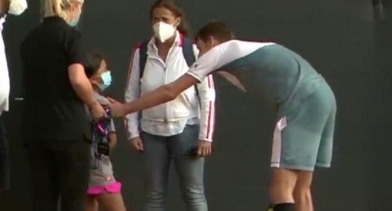 [VÍDEO] Bublik acerta em jovem apanha-bolas com ás mas compensa com atitude bonita
